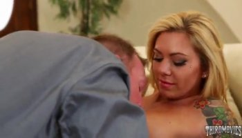 Alessa Savage gets fucked by Danny in missionary