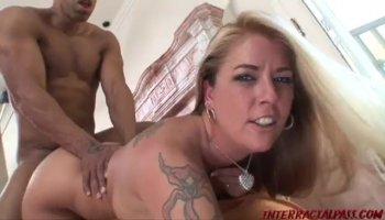 Gorgeous hottie babe Sammie Six wants some pussy